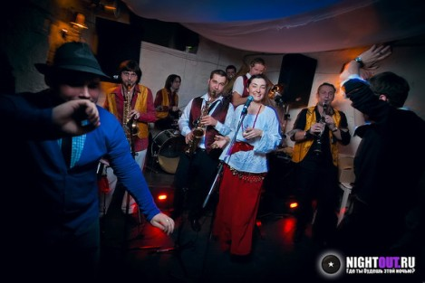 Bubamara Brass Band igniting a Russian nightspot